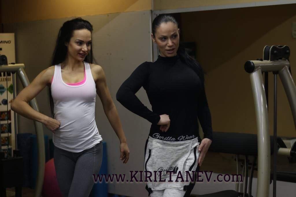 Заставане пред огледалото и трениране на позинга Кирил Танев