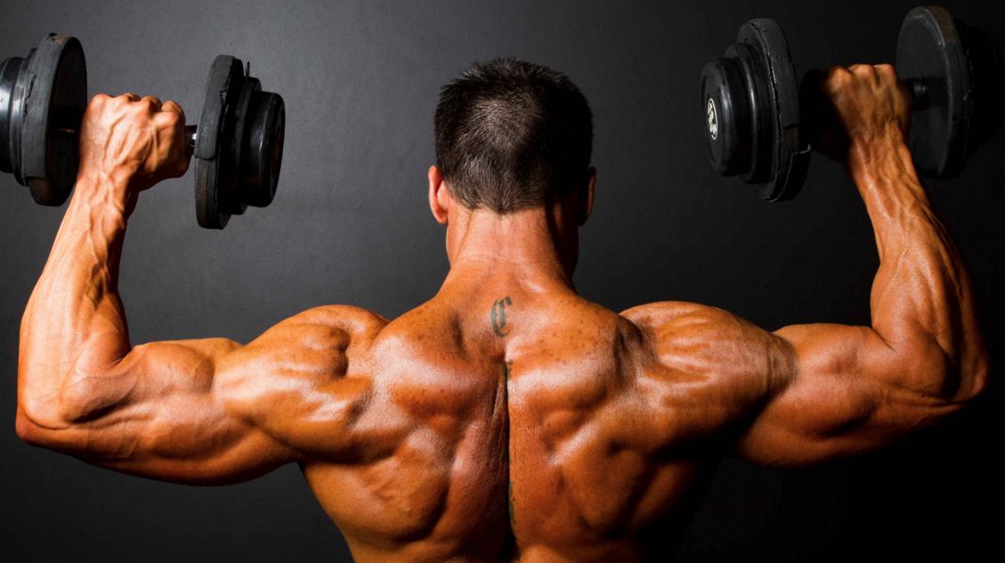 Упражнение за рамена с дъмбели за покачване на мускулна маса Кирил Танев