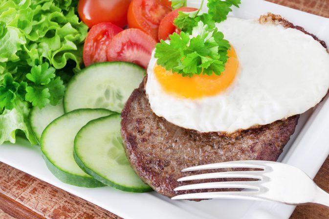 Какво представлява ниско въглехидратната диета и може ли да ни помогне да отслабнем?